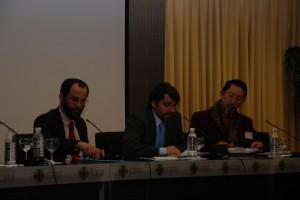 Juan Orellana y Etsuro Sotoo, mesa moderada por Manuel Oriol